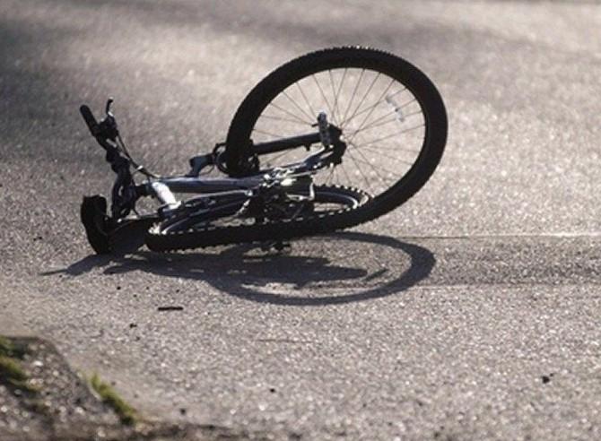 В Омске на Иртышской набережной сбили подростка на велосипеде