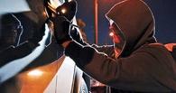 В Омской области молодые люди за ночь угнали два автомобиля