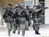 В США грабители супермаркета взяли в заложники 14 человек
