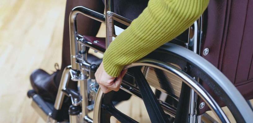 40-летний омич украл у девочки инвалидное кресло