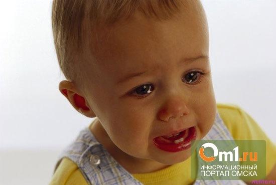 В Омске пьяная мать пыталась выбросить собственного сына в окно