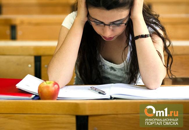 Рекорд ЕГЭ: выпускница из Омска сдала сразу три экзамена на 100 баллов