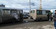 В Омске пассажирский автобус столкнулся с маршруткой