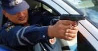 В Омской области полицейские устроили погоню со стрельбой за «Волгой»
