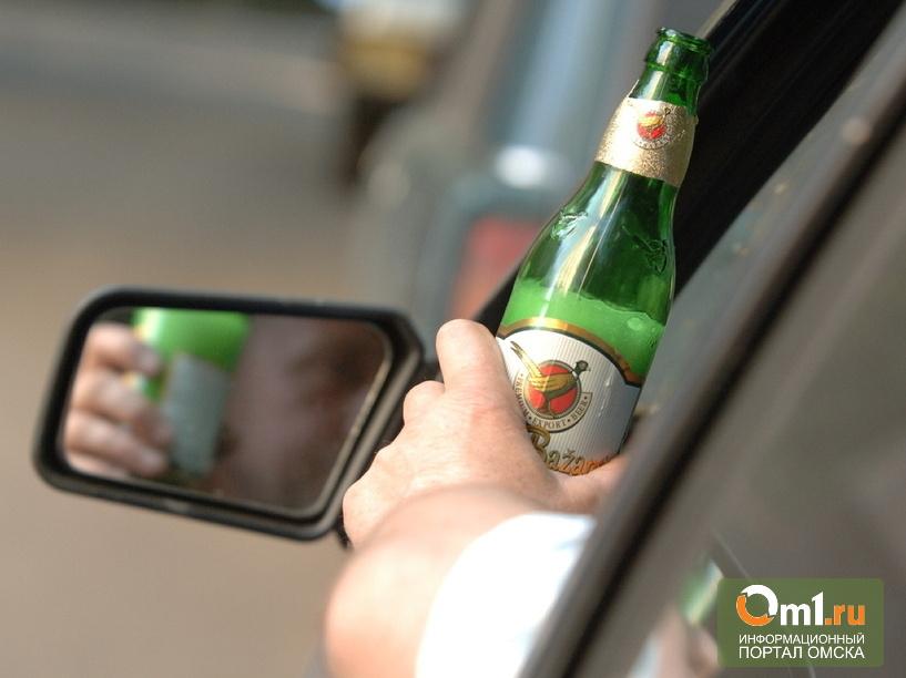 В Омске пьяный водитель вез в машине троих детей
