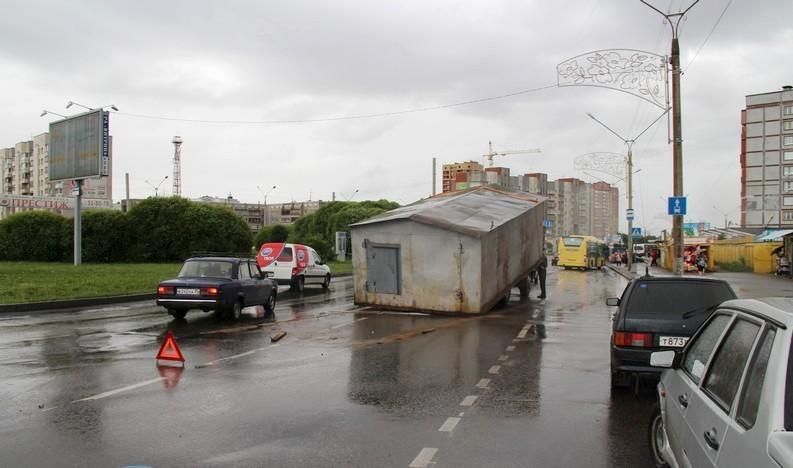 Водители Омска едва не стали на дороге жертвой гаража
