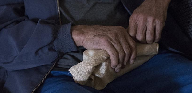 Ради 600 рублей омич отрезал ножницами палец у пенсионера