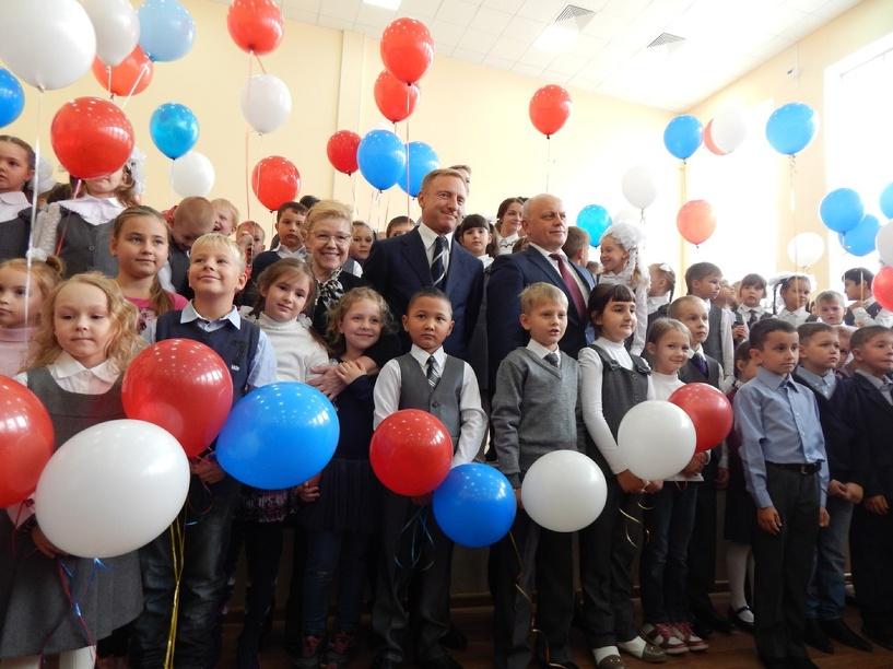 Министр образования РФ открыл в Омске школу на 550 мест