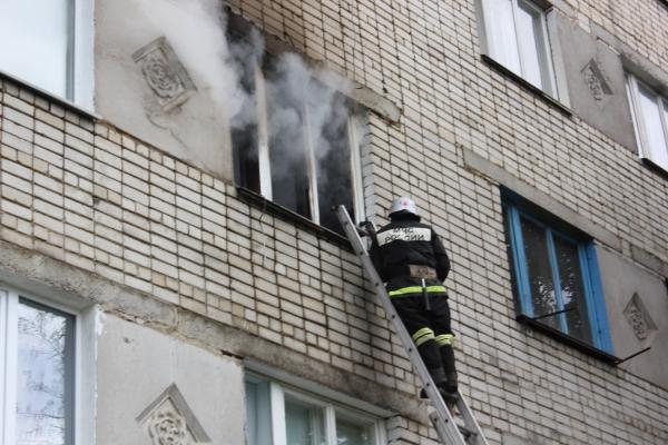В центральном округе Омска загорелся 5-этажный дом