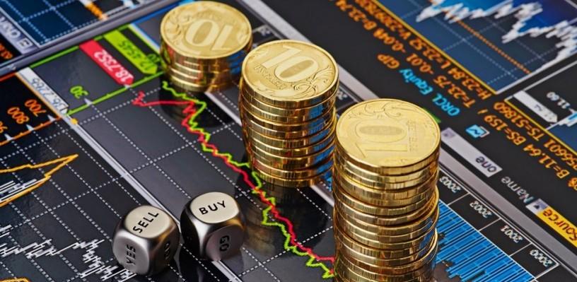 Курс валют: рубль немного снизился к доллару и евро