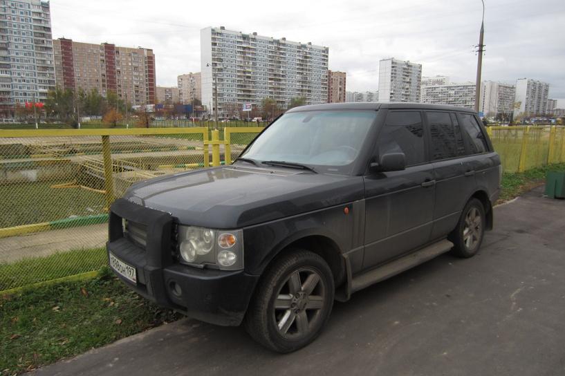 Парковка на газонах принесла бюджету города 150 тысяч рублей