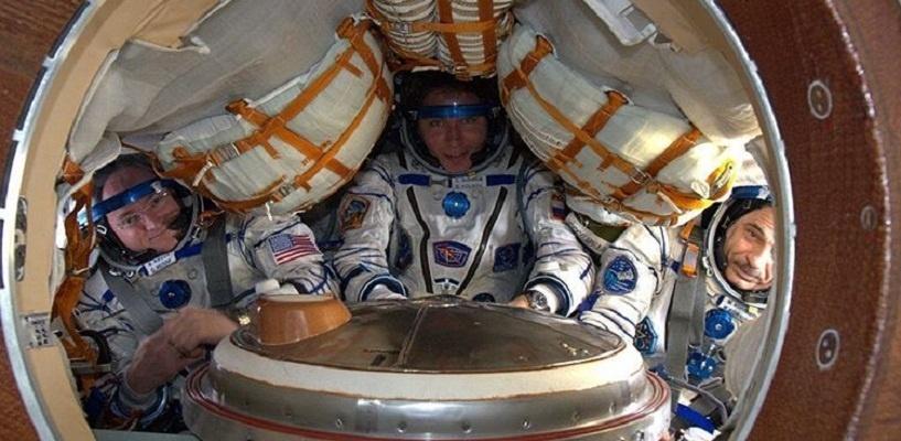 Российские космонавты вернулись на Землю после годового полета на МКС