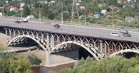 Полиция не подтвердила, что с «Горбатого» моста в Омске пыталась сброситься девушка