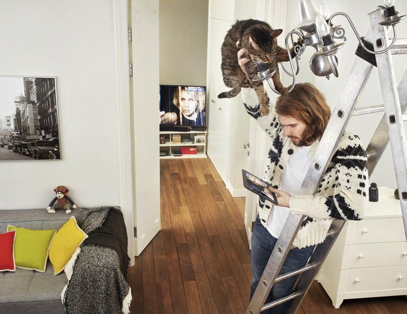 Омичи все чаще носят телевизоры «с собой»