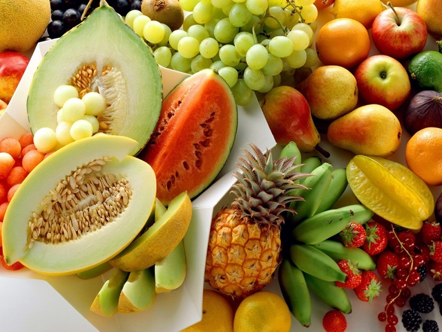 В Омске торговали запрещенными фруктами