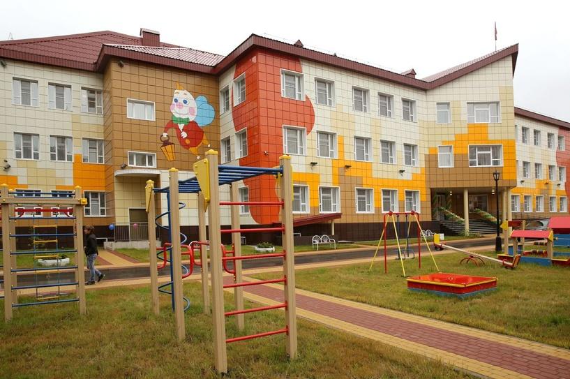 Двораковский распорядился построить в Южном детский сад и мини-стадион