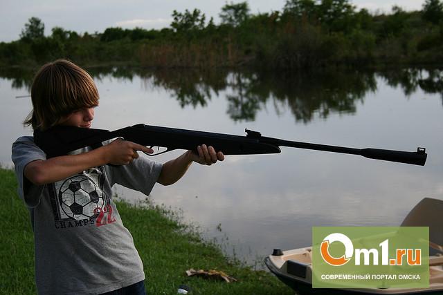 В Омской области подросток выстрелил в глаз 10-летнему брату
