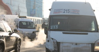 В Омске возле «Арлекина» столкнулись маршрутка и микроавтобус
