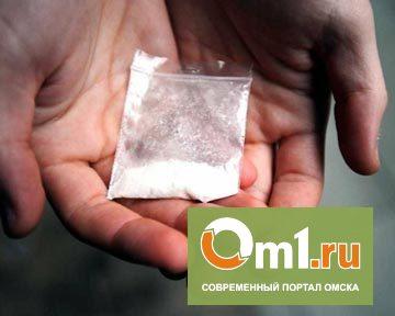 Омский полицейский патрулировал улицы с наркотиками в кармане
