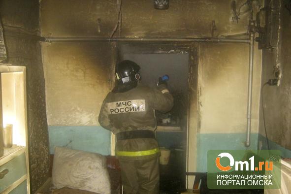 В Омске из горящего частного дома спасли 83-летнюю пенсионерку