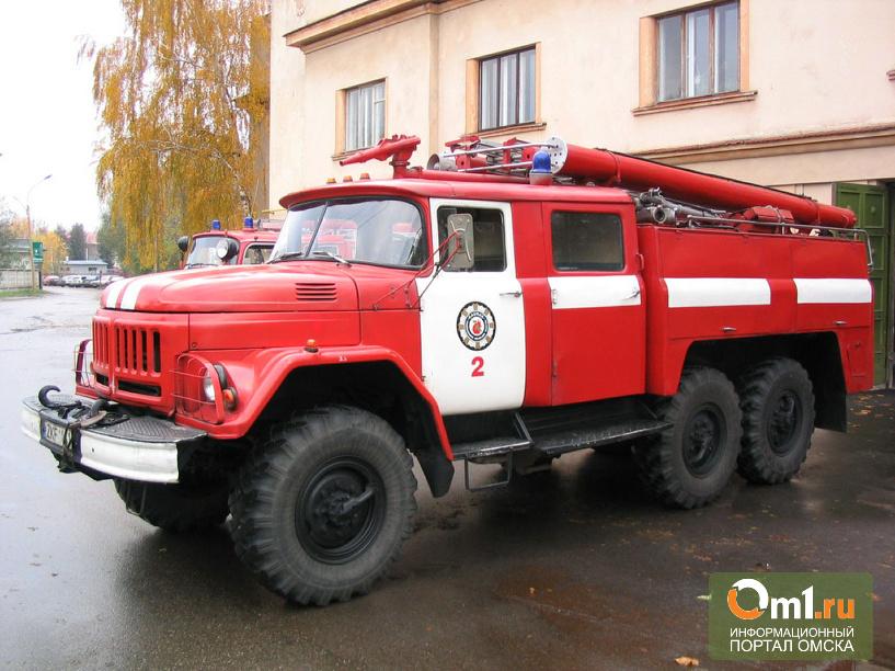 В Омске на 18-й Амурской сгорело пять гаражей