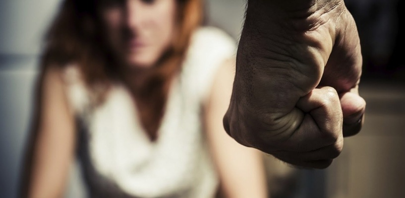 Омич из ревности до смерти избил свою супругу