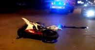 В Омске 24-летний мотоциклист «влетел» в Renault Logan