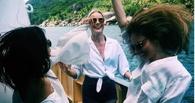 Экс-омичка Елена Темникова выложила селфи с Еленой Летучей на Сейшельских островах