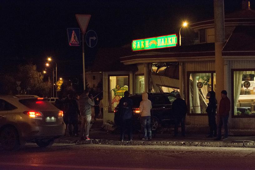 Водитель, который врезался в кафе «Ёлки-Палки», не помог пострадавшим
