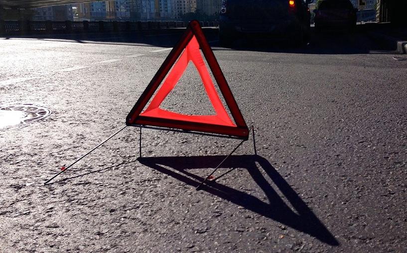 В Омске маршрутка врезалась в автомобиль Mercedes