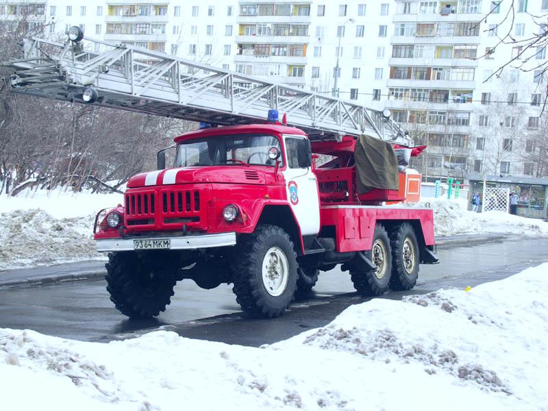 Пожар на складах в Амурском поселке Омска обошелся без жертв