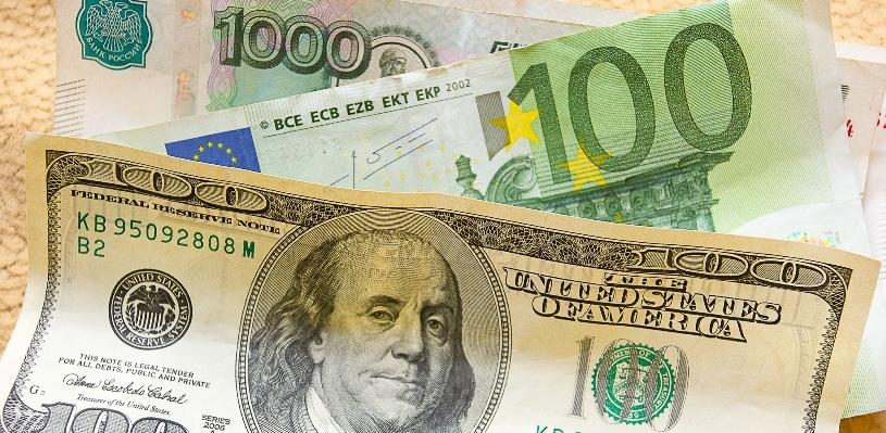 Курс валют: на открытии биржевых торгов рубль ослабел