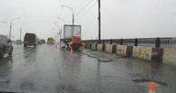 Мэрию Омска оштрафовали на 10 тысяч рублей за ремонт дорог во время дождя
