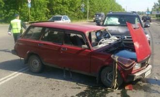 В Омске пенсионер протаранил на стареньком ВАЗе «Лэнд Крузер», и остался жив