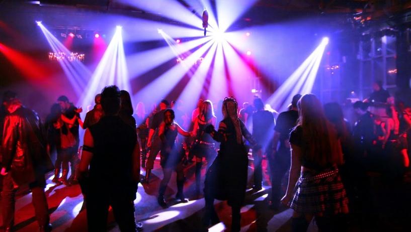 Омские приставы запретили продавать еду и напитки в диско-баре