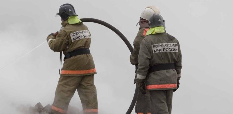 В Омске в многоэтажке загорелся лифт