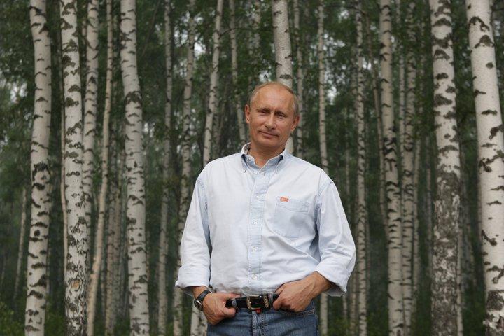 «У них не было ненависти к врагу». Владимир Путин написал колонку о жизни родителей в годы ВОВ