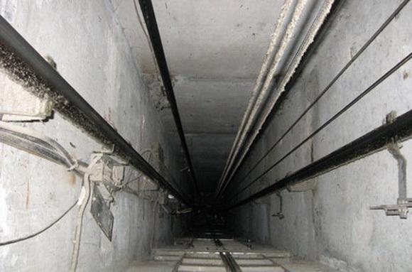 В Омске две женщины сорвались с 11 этажа в шахту лифта