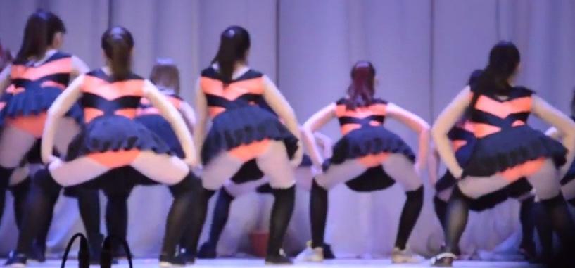 Пляски по-оренбуржски: школьницы исполняют танец пчел и трясут «жалами»
