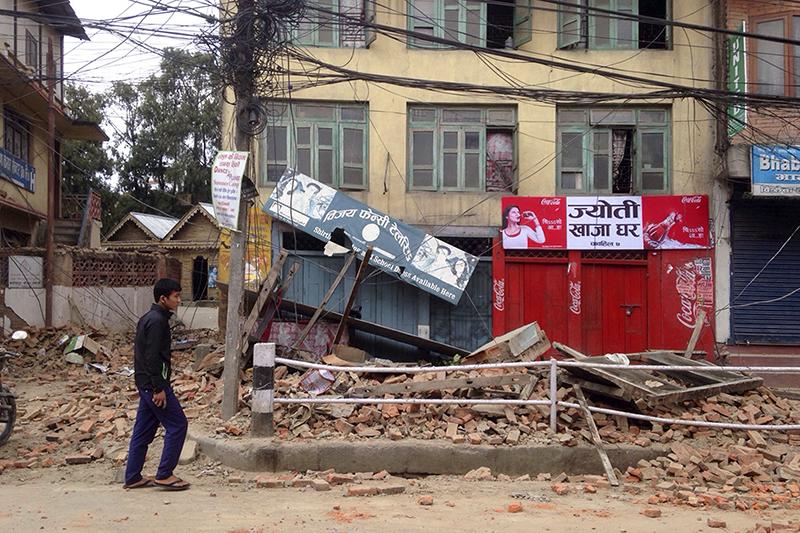 Число жертв землетрясения в Непале достигло почти двух тысяч человек