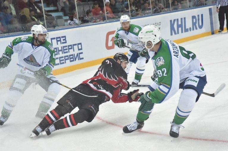 Омский «Авангард» одержал уверенную победу в первом матче нового сезона КХЛ (фото)