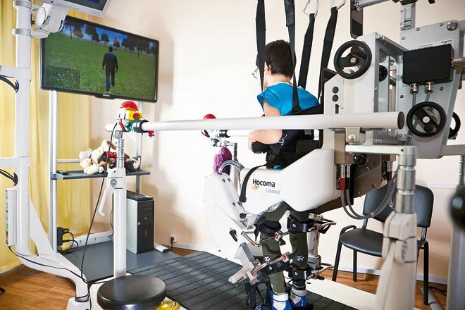 В Омске реабилитировать пациентов после инсульта будет современный робот