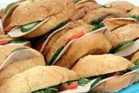 Фрукты vs гамбургеры: в России запустят рекламу против фастфуда