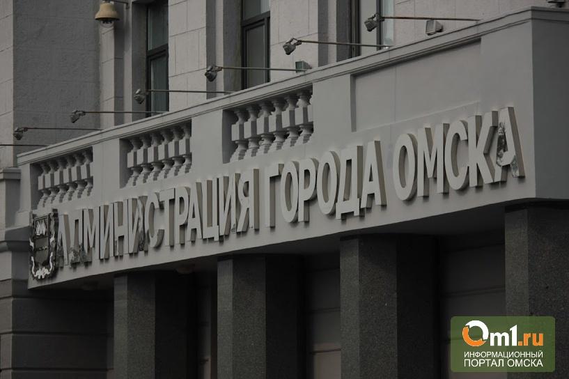 В Омске у здания мэрии из-под земли забил фонтан кипятка