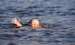 В Омской области в водоеме около дома утонул двухлетний мальчик