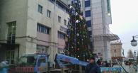 Праздник к нам приходит: у омского «Каскада» уже поставили живую елку