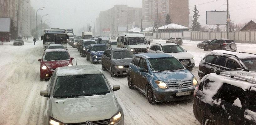 Шестибалльные пробки в Омске: заторы на Красном Пути и проспекте Маркса