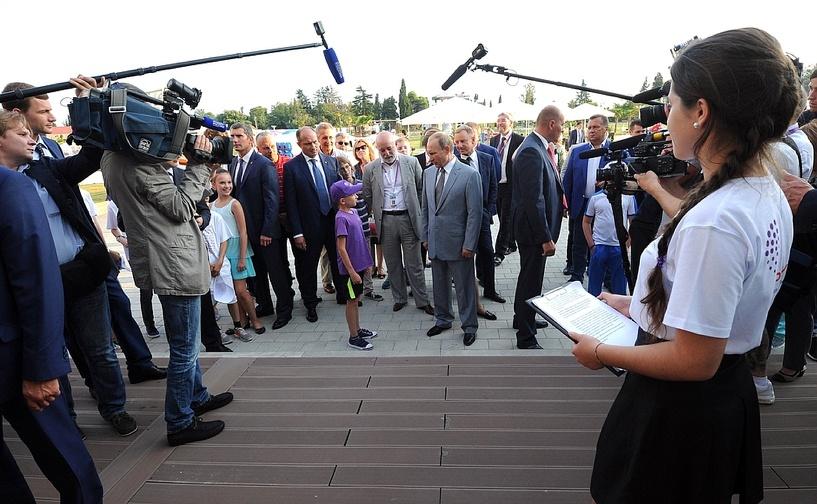 «Не всё так плохо»: Владимир Путин объяснил школьнику Денису, что происходит с экономикой