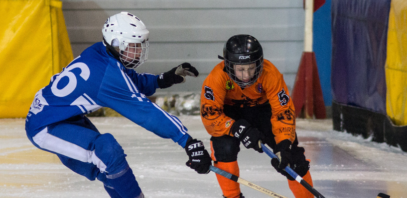 Омские школьники сыграют в хоккей с мячом за Кубок мэра города