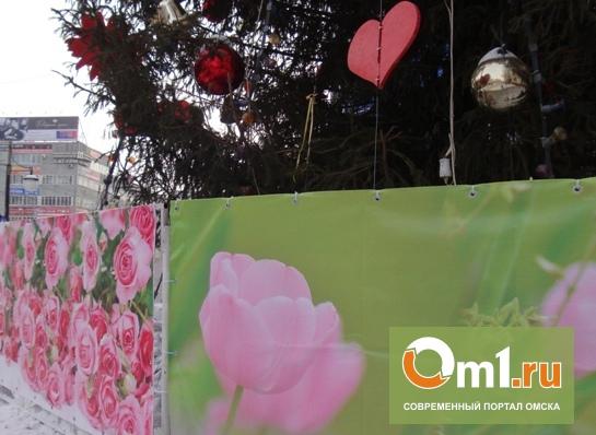 В Омске елку у «Каскада» уже готовят к весне